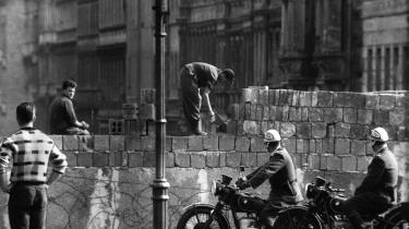 Den 13. august 1961 gik østtyske soldater og håndværkere   i gang med at bygge Berlinmuren, som delte byen i godt 28 år.