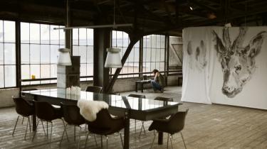 Kunstnere falder for Refshaleøens industrielle præg. 'Det er lidt uberørt, man har stadig mulighed for at sætte sit eget præg,' siger billedkunstner og læge Christian Bjørnsson.