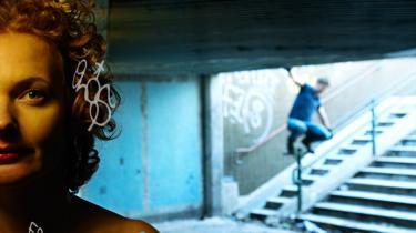 Teatret skaber en ny intimitet, når det dukker op i byens gader. Her er det tunnelforestillingen Hide and Seek med teatret Udryk under Metropolis Biennalen.