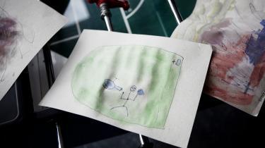 Pigerne og drengene har hver sin stue i børnehaven Triton i Horsens. Ind imellem kan børn af forskelligt køn mødes på gangene i leg, men i hovedreglen leger de mest med børn af eget køn, lyder det fra børnene og pædagogerne i den kønsopdelte institution.