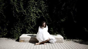 Med sin seneste roman synes Kirsten Hammann at have taget et skridt i retning af plot og porno. Men tag ikke fejl: Det er stadig metalitteratur om at overleve katastrofen