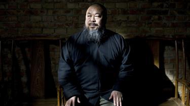 Ai Weiwei blev anholdt i april og løsladt på kaution i juni. Nu strides det kinesiske kommunistparti internt om, hvem der beordrede anholdelsen, der for Vesten blev symbol på Kinas hårdhændede behandling af systemkritikere.