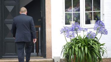 Danskerne skal træffe et valg, der handler om at forhindre Danmark i at trille ud over afgrundens rand. Et valg mellem to usikre og ubehagelige veje. Det eneste sikre er, at natten efter 15. september betyder et opbrud i dansk politik