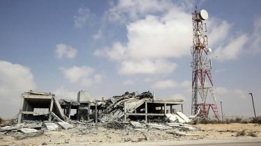 Samarbejdet mellem koalitionen og de libyske oprørere har udviklet sig drastisk siden Libyen-krigen begyndte. Udleve-ring af efterretnings-materiale er en logisk følge af det stadig tættere samarbejde, mener eksperter