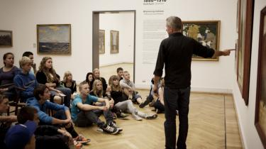 Peter Kær er bachelor i Kunsthistorie og begyndt på overbygningen, og for et halvt år siden blev han ansat som rundviser i samlingerne på Statens Museum for Kunst.
