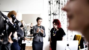 Radikale Venstres leder, Margrethe Vestager, på besøg blandt de kreative iværksættere i Svendborg. Både hun og Svendborg Kommune har imidlertid måttet revidere deres tro på oplevelsesøkonomiens velsignelser — der skal også produktion til, erkender de i dag.