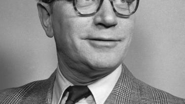Gyldenblond. Morten Sabroes far, journalist og senere direktør for Cirkusrevyen Povl Sabroe, gik også under navnet Den Gyldenblonde.