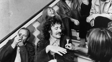 Klaus Rifbjerg, Ebbe Kløvedal og Jesper Jensen m.fl. tog sig en pibe hash på trappen til Kulturministeriet i 1970.   I dag er selv SF løbet fra den gamle venstrefløjs traver om at afkriminalisere hashen.