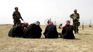 Den danske krigsindsats i Irak kommer nu for retten. Forsvarsministeriet er blevet stævnet af en iraker, der hævder at være blevet torteret af irakisk politi, efter han blev tilbageholdt under en militær aktion med danske soldater. Sagen kan få principiel betydning for Danmark, mener eksperter