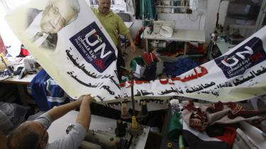 Kampagnefolk. Palæstinensiske kampagnefolk forbereder bannere til brug ved demonstrationer for selvstyrets planer om at søge anerkendelse gennem FN.