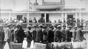 Det er ikke så længe siden, millioner og atter millioner af europæere brød op for at emigrere til Amerika — og kun yderst sjældent for siden at vende hjem igen.