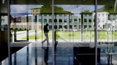 Information blev inviteret inden for i Mærsks hovedsæde på Esplanaden ud til Københavns Havn. Bygningen med de karakteristiske blåtonede vinduer på blev opført i 1979, og i 2005 blev der udbygget med endnu en større bygning. Ejendommens samlede areal er nu ca. 32.000 kvadratmeter.