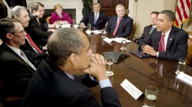 Mandeklub. De få kvinder omkring Obama — her Christina Romer bagerst i rødt — har haft mere end svært ved at vinde gehør i Det Hvide Hus' stemning af omklædningsrum.
