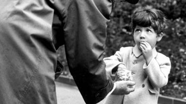 På vej ud. Børnelokkeren havde sin storhedstid i 1940'erne og 50'erne. Siden er han gradvist forsvundet ud af børnenes hverdagsforestillinger. Lokkerens overgreb på både drenge og piger ligger da i dag også på et historisk lavt niveau. Model