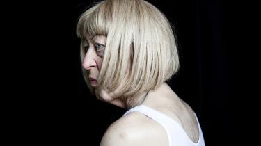 Accept. Jeg har det så godt sammen med kvinder. Der er slægtskab. Der er resonans, siger Eila Neergaard, der de første 71 år af sit liv måtte leve med en krop, hun ikke kunne acceptere.