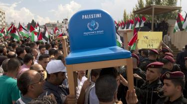 Palæstinensere i Ramallah på Vestbredden hyldede i går præsident Mahmoud Abbas,   da han vendte tilbage fra FN's Generalforsamling i New York, hvor han havde afleveret en ansøgning om fuldt palæstinensisk medlemskab   af FN.