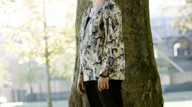 Stine Carsten Kendal er mor til tre og hovedforsørger i sin familie. Alligevel er hun stadig den, der laver mest i hjemmet.