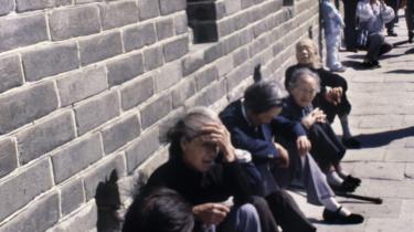 Hvis en ældre kineser kommer til skade, er det ikke sikkert, at vedkommende får hjælp af de omkringstående. Frygten for, at hjælpsomheden koster dem penge, er for stor.