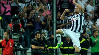 Glæde. To gange lykkedes det Juventus' Claudio Marchisio at få bolden i nettet hos AC Milan den forgangne weekend. Det er kampe som den, der giver håb om, at Den Gamle Dame er ved at vågne.