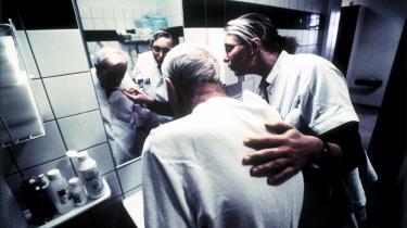 Hvis en offentligt ansat sygeplejerske bliver fyret ét sted, skal hun have krav på at blive ansat i næste ledige stilling et andet sted. Det mener Forbundet af Offentligt Ansatte, der efterlyser en såkaldt tryghedsreform i forbindelse med de for regeringen så centrale trepartsforhandlinger.