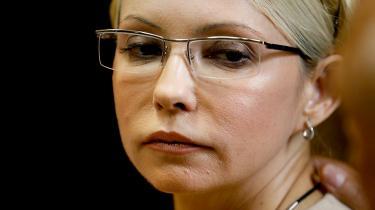 Syv års fængsel og efterfølgende tre års forbud mod at bestride en ledende politisk stilling i Ukraine. Sådan lød dommen i går over Julija Timosjenko.