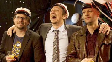 Den skruppelløse lavkomik møder kun moderat modstand i den danske komedie 'Klassefesten'