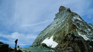 Lukket. Hvor Jens Baggesen oplevede den sublime guddom på spidsen af St. Gotthard, erfarer sonetternes jeg i Pablo Llambias' 'Monte Lema' derimod meningsløshed og mangel på inspiration på toppen af et bjerg.