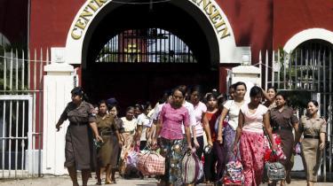En gruppe kvindelige fanger kunne onsdag forlade Insein-fængslet i hovedbyen Yangon i Myanmar.