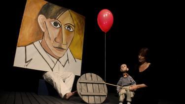 Københavnerungerne kan sammensætte deres egen eksistentialistiske teaterfortælling denne efterårsferie: De kan følge Kierkegaards 'Enten-Eller', tage Picassos tyr ved hornene eller løbe efter Herkules, mens Snedronningen kaster glassplinter efter dem
