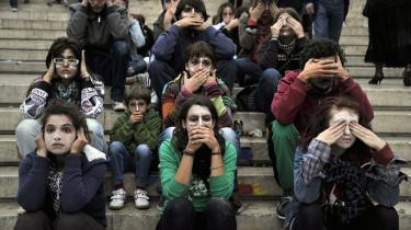 Grækerne har i lang tid protesteret mod besparelserne i deres land. Her i weekenden var de også en del af 'Occupy Wall Street'-bevægelsen. Nu skære sparekniven dybt i befolkningens sundhed.