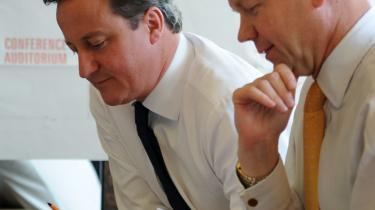 Premierminister David Cameron og udenrigsminister William Hague afviser en folkeafstemning om Storbritanniens medlemskab af EU. De ønsker i stedet en genforhandling af magtforholdet og flere beføjelser hentet tilbage til landet.