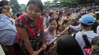 Da myndighederne i Myanmar i sidste uge begyndte at løslade fanger, var det under stor bevågenhed fra familie, venner – og store dele af verden. 28-årige Htarr Gyi, som Information har talt med, sad fængslet i tre år og syv måneder og er nu genforenet med sin familie. De ønsker, at han skal holde sig fra politik fremover, men det kan han ikke, siger han.