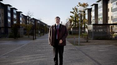 Vejleå Parken i Ishøj blev i januar streget af regeringens ghettoliste, fordi andelen af kriminelle er faldet. Alt ånder da også fred og gammen, da Information besøger boligområdet, der er blevet renoveret for 1,8 milliarder. Den mest synlige forandring består i, at betonfacaderne er blevet udstyret med mursten. Så ligner det parcelhuse mere, som borgmester Ole Bjørstorp påpeger.