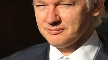 Australieren Julian Assange, Wikileak-grundlægger, kom i går et skridt nærmere udlevering til Sverige i en sædelighedssag. Han frygter dog, han straks sendes til USA, hvor han kan anklages for spionage.
