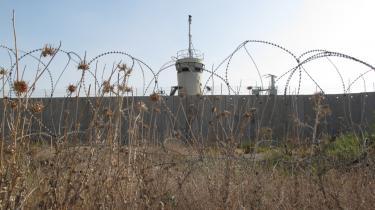 Det israelske greb om Østjerusalem og Vestbredden bliver stadig hårdere og gør tanken om en tostatsløsning helt til grin. Optagelsen af Palæstina i UNESCO har i denne uge igen afsløret det store gab mellem palæstinensernes ret og den politiske virkelighed i Mellemøsten