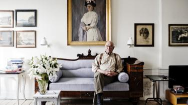 Forfatteren Niels Barfoed er i sine biografier optaget afmænd, som har deres rod i borgerskabet, men som ud fra denne baggrund skejer ud og tager risici. I tilfældet med polarforskeren dansk-inuitten Knud Rasmussen er det også tilfældet, for præstesønnen fra Grønland drager ud på mange vilde våger.