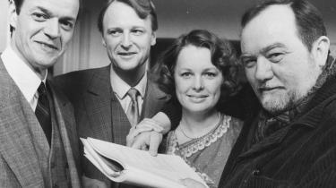 Produktion. Erik Balling debuterede som filminstruktør i begyndelsen af 1950'erne og nåede at instruere 39 spillefilm og ikke mindst tre tv-serier. Her ses instruktøren sammen med skuespillerne Ghita Nørby, Bent Mejding og Jørgen Buckhøj under optagelserne til 'Matador'.