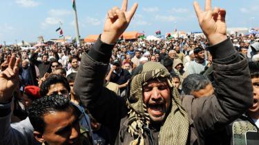 Folket mod Gadaffi – sådan lød overskrifterne, da oprøret i Libyen begyndte at ulme. Men burde de i stedet have lydt NATO mod Gadaffi?