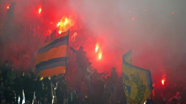Kampgejst. Det kogte blandt Brøndbyfansene i weekenden, da vestegnsholdet gæstede OB i Superligaen. Men også til internt brug mobiliserer tilhængerne af klubben til et opgør Per Bjerregaards enevældige magt.