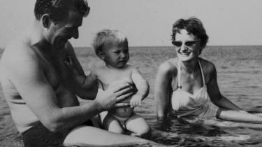 Impulsiv foto-far. Knud Erling Brønsby levede af at fremkalde andres liv og holdt fast i, at hans eget skulle være en oplevelse