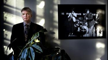Iølge professor Tim Knudsen er Peter Loft formentlig for belastet til at kunne blive på posten som departementschef i Skatteministeriet.