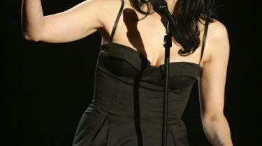 Sarah Silverman. Tina Fey. Chelsea Handler. Kvindelige komikere bryder stadig mere vellystigt tabuer i USA, så det giver genlyd i medierne