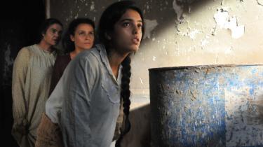 Hverdagsliv. I den tunesiske film 'Les secrets' lægges der ikke fingre imellem, når kvinderne skildres i både fattigdom og som moderne unge smukke mennesker med smart tøj, høje hæle, drinks, kys og sex. Den er blot én af de mange film fra Afrika, der skildrer hverdagslivet, som blev vist på den afrikanske filmfestival Afrikamera.