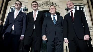 Så stolt poserede Lars Løkke med sit drømmehold af nyudnævnte V-ministre den 8. marts i år. Nu har den Løkke nærtstående Troels Lund Poulsen bragt Løkke i nærheden af en meget grim sag.