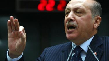 For blot ét år siden var Tyrkiet rollemodel for araberne — nu sammenlignes tyrkisk udenrigspolitik med fodboldlandsholdets fravær af resultater