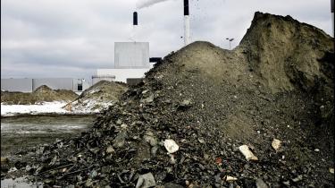 Der var store planer om en fornyelse af Amagerforbr©°nd°©ingen. Nu er planerne skrottet, og eksperter opfordrer samtidig til at genanvende det vigtige fosfor.
