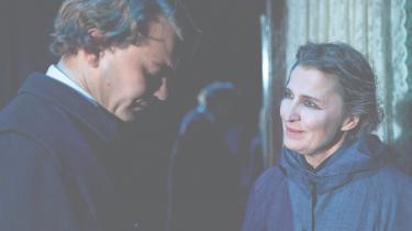 Karen-Lise Mynster og Pilou Asbæk er  et dragende skæbnepar i Folketeatrets raffinerede forestilling om Karen Blixen og Thorkild Bjørnvig
