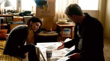 'The Girl with the Dragon Tattoo', amerikanske David Finchers filmatisering af svenske Stieg Larssons 'Mænd der hader kvinder', er flot og velspillet, og den lægger snittet et andet sted end Niels Arden Oplevs version. Alligevel sidder man tilbage med en fornemmelse af deja-vu