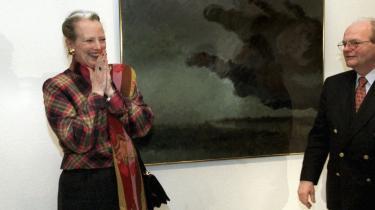 Anerkendelse. En af de sociale dimensioner ved dronningen Margrethes kunstneriske virke har været behovet for at blive bedømt. Mangeårig hofreporter Bodil Cath fortæller, at hun engang i forbindelse med et royalt besøg i Japan roste dronningens kostumer ved en pressesammen-komst. Og ved den lejlighed kunne hun se, hvor stor pris dronningens satte på anerkendelsen.   Arkiv