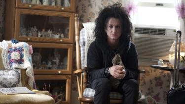 Genkendelse. Sean Penn spiller den fallerede og traumatiserede popstjerne Cheyenne, som leder tanken hen på Robert Smith fra The Cure.